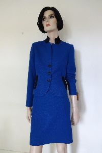 Blauer Zweiteiler aus Wolle